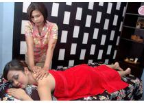 Axmi Beauty Salon & Spa