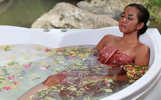 Ayusha Wellness Ubud - Svarga Loka Resort - Flower Bath