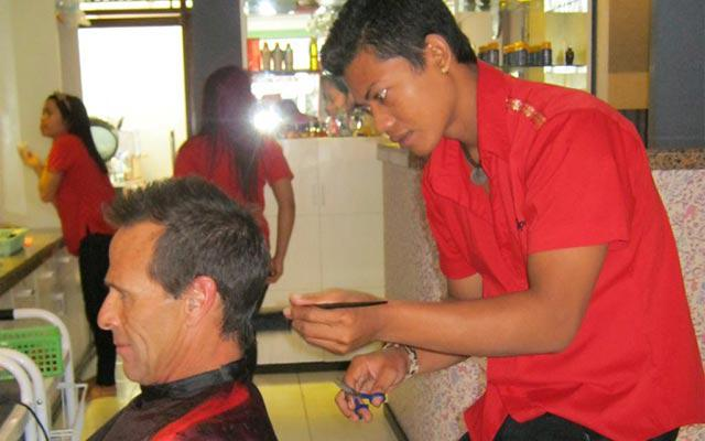 Spa Sanur - Carla Spa Bali : hair cut