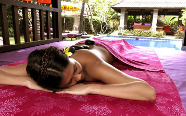 Spa Canggu - Spa Bliss Sanctuary : hot stone massage